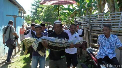 Dua kuburan di Gorontalo dipindahkan karena beda pilihan caleg dengan pemilik tanah. Foto : Detik