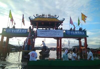 Yamaha berpartisipasi dalam Lomba Dragon Boat Race Tanjug Pinang.