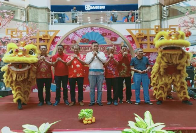 Presiden Komisaris Metro Riau Group Heric Rakasiwa saat menghadiri iven Lomba Bahasa Mandarin di Mal SKA.