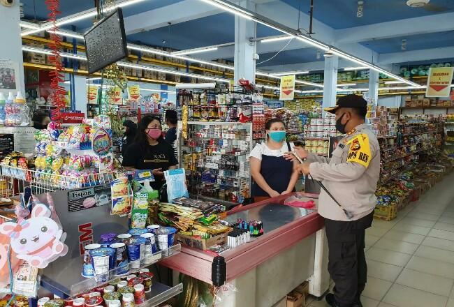 Kapolres Kepulauan Meranti, AKBP Taufiq Lukman Nurhidayat SIK mendatangi langsung setiap tempat usaha untuk mengingatkan agar menerapkan protokol kesehatan bagi setiap pelanggannya.