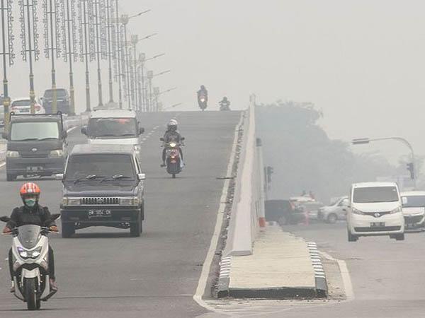 Kabut asap di Pekanbaru baru-baru ini.