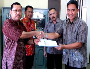Penyerahan Penandatanganan MoU University Relationship Program Chevron - UIR