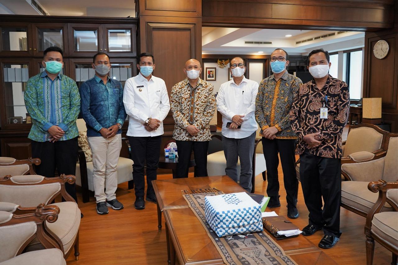 Bupati Kepulauan Meranti, H Muhammad Adil bertemu dengan Menteri Koperasi dan UMKM Teten Masduki, dalam pertemuan Adil Minta Bantuan Pengembangan UMKM di Kepulauan Meranti