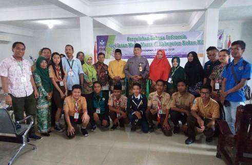 Foto bersama peserta penyuluhan Bahasa Indonesia