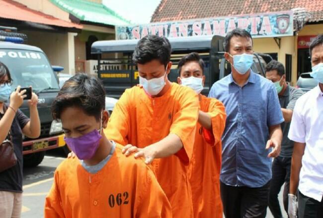 Tiga pelaku ditahan polisi. Foto: Detik