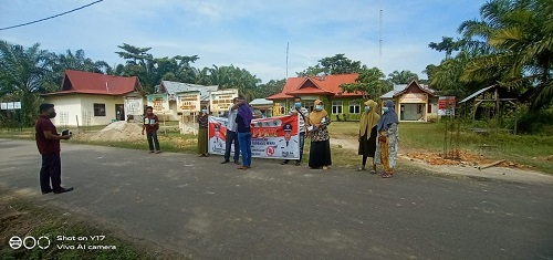 Pendirian pos penyekatan dan pemantauan terkait pengawasan larangan mudik di Kecamatan Bonai Darussalam.