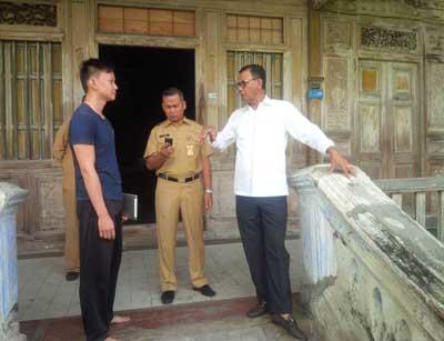 Bupati Suyatno berbincang dengan keturunan Kapitan
