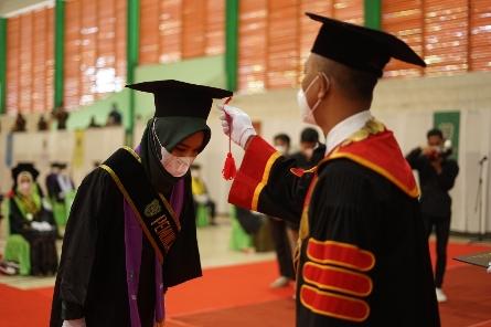 Suasana Wisuda Periode II Tahun 2021 di Gedung PKM Kampus Universitas Islam Riau, Sabtu (25/09 2021)