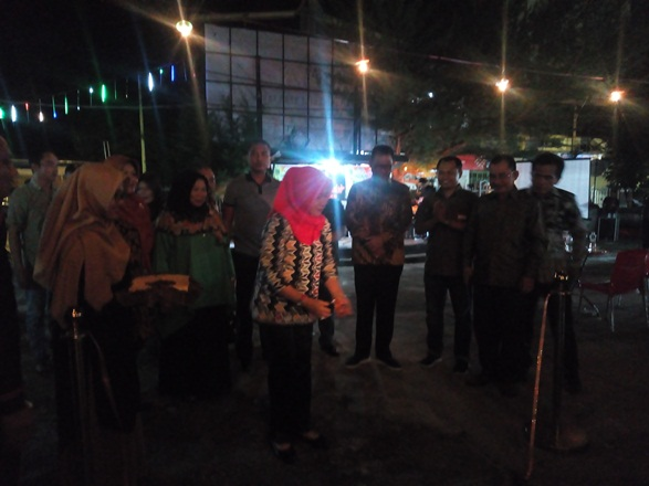 Bupati Rohil, H Suyatno meresmikan Kuliner Bagan yang dipusatkan di eks parkiranan Kantor DPRD Rohil