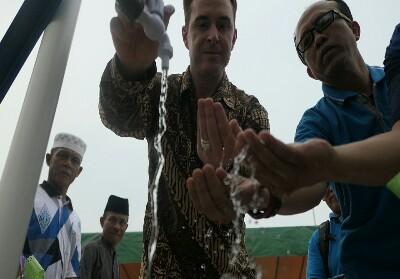 Bantuan Sarana Air Bersih ke warga Sri Meranti.