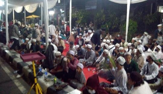 Suasana Maulid Nabi di kediaman Habib Rizieq di Petamburan.