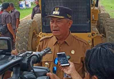 Wakil Bupati Kabupaten Inhil saat tinjau ruas jalan Sungai Beringin.