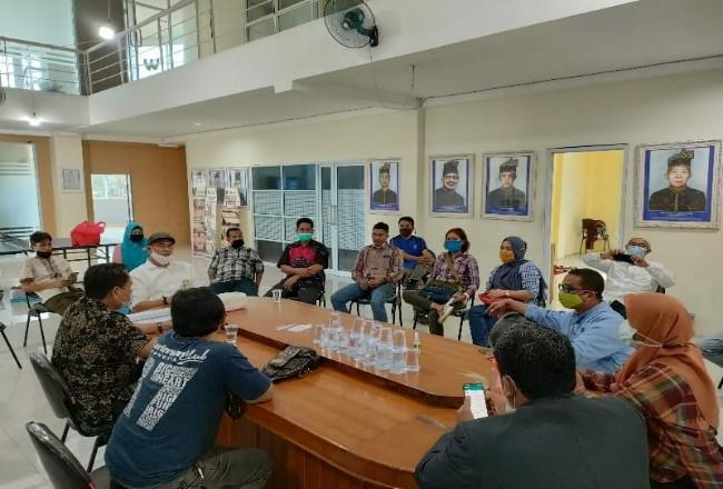 Rapat Finalisasi Rangkaian HPN 2021 di Gedung PWI Riau, Jalan Arifin Achmad Pekanbaru, Jumat (29/1/2021) siang.