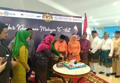 Gubernur Riau Syamsuar mengahadiri peringatan hari jadi ke-62 Malaysia di Konsulat Malaysia.