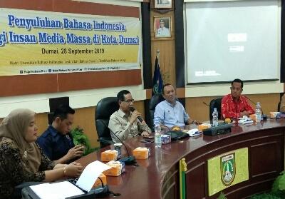 Balai Bahasa Provinsi Riau menggelar penyuluhan bahasa Indonesia bagi Insan Pers di Kota Dumai Sabtu akhir pekan kemarin di media center Jalan Putri Tujuh Dumai.