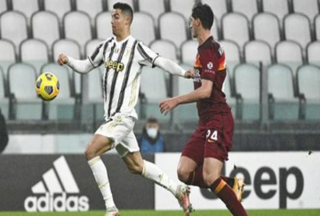 Cristiano Ronaldo mencetak gol pembuka kemenangan Juventus. Foto: CNNIndonesia