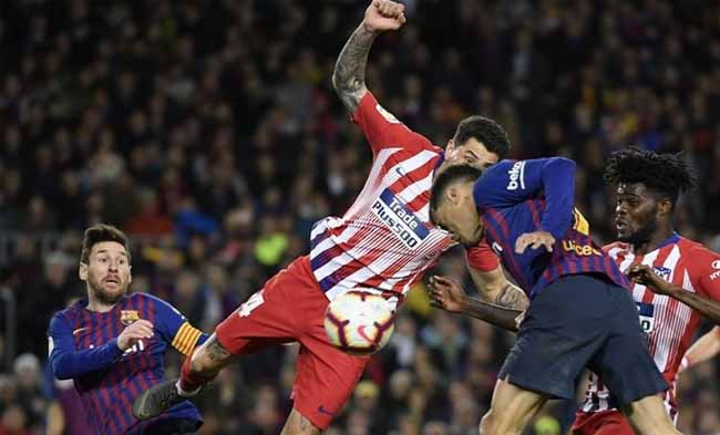 Lionel Messi, Rodri, Philippe Coutinho, dan Thomas Partey berebutan bola pada pertandingan Barcelona vs Atletico Madrid dalam lanjutan La Liga Spanyol di Stadion Camp Nou, 6 April 2019. FOTO: Detik.