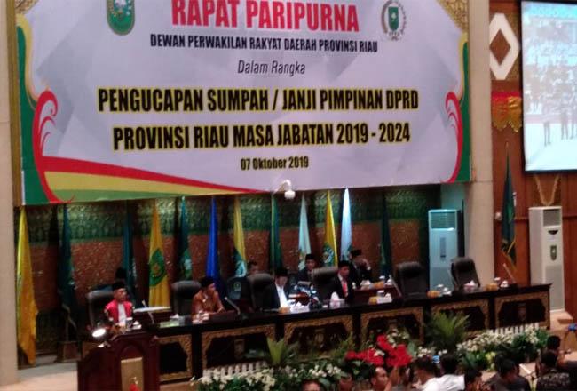 Pelantikan Ketua DPRD Riau. FOTO: Helmi