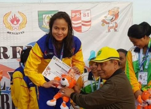 Ketua Umum Komite Olahraga Nasional Indonesia (KONI) Riau, Emrizal Pakis bangga dengan prestasi atlet renang Riau.