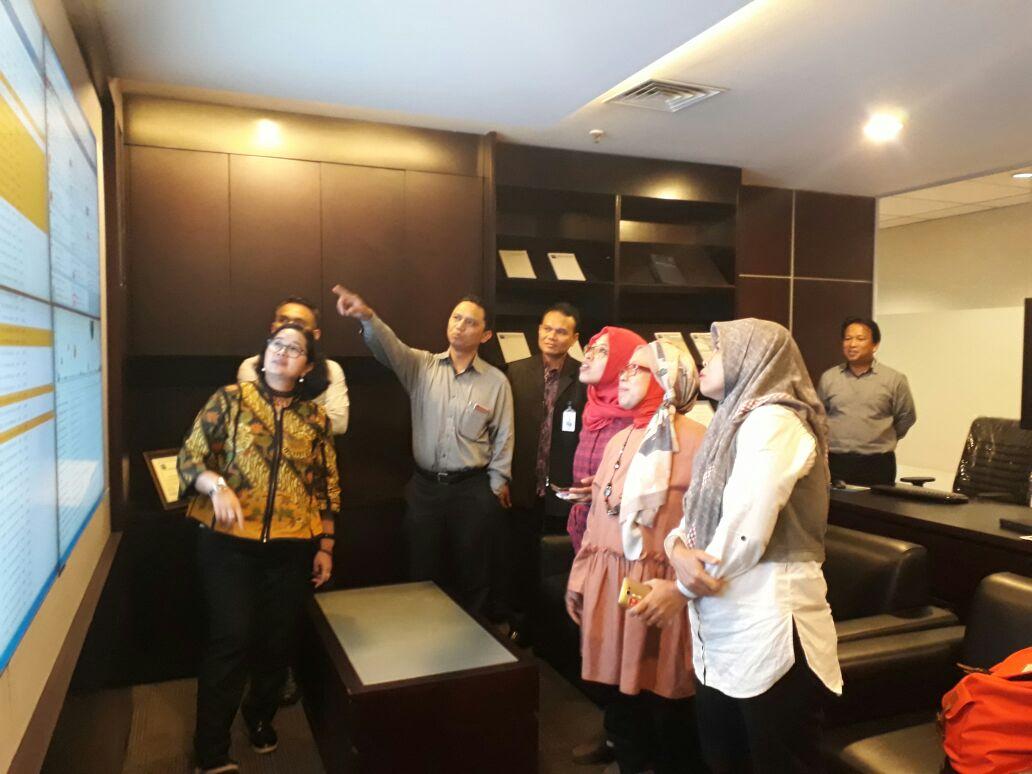 Media Tour sore ini mengunjungi Control Room PT KBI