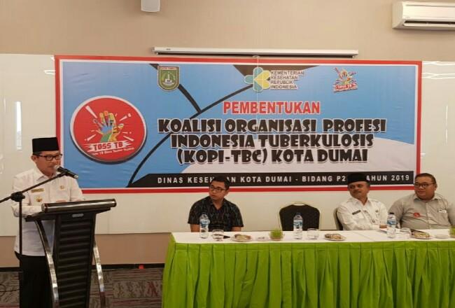 Walikota Dumai Drs H Zulkifli AS MSi buka acara pembentukan Kopi TBC Kota Dumai di Hotel The Zuri Rabu (27/11).