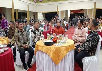 Kapolda Riau duduk bersama Wabup Halim dan mantan Bupati H Sukarmis serta Kapolres.