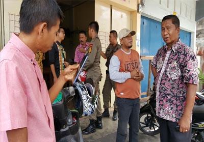 Sidak Badan Kepegawaian Daerah (BKD) bersama Pol PP ke beberapa kedai kopi di Selatpanjang.