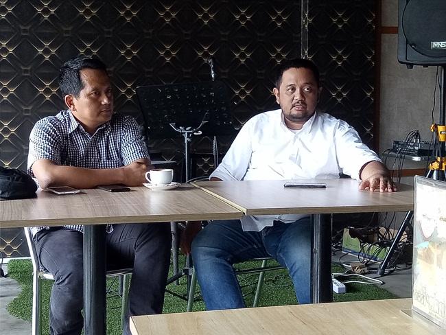 Kepala Cabang BCA Finance Pekanbaru, Noto Prayetno (kiri) didampingi perwakilan Event Organizer Color Box, Kemal memebrikan penjelasan kepada awak media terkait penyelenggaraan Pekan Raya Otomotif yang digelar BCA Finance Cabang Pekanbaru di Mal Ska, Pekanbaru, 6-9 September 2018