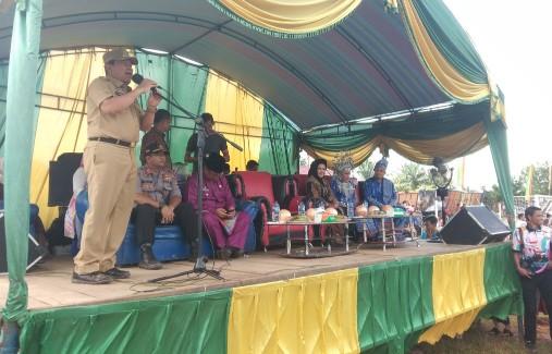 Bupati Sukiman, menghadiri Hari Jadi Desa Aliantan, dipusatkan di lapangan Sepak Bola Puti Maifat, Desa Aliantan, Kecamatan Kabun, Rohul.