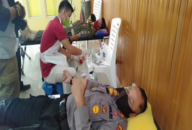Kegiatan bakti sosial donor darah Polres Kuansing.