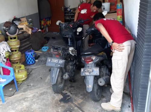 Salah satu motor warga yang jadi nkorban teror pembakaran.