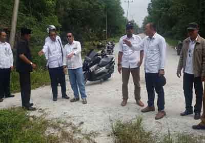Komisi II Dewan Perwakilan Rakyat Daerah (DPRD) Kabupaten Kepulauan Meranti bersama Dinas Pekerjaan Umum Penataan Ruang Perumahan Kawasan dan Pemukiman (DPU PRPKP) Kabupaten Kepulauan Meranti, telah melakukan peninjauan progres pembangunan jalan.