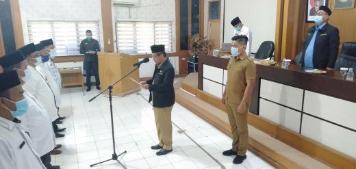 Ketua BWI Perwakilan Riau, Drs H Masrul Kasmy M.Si yang juga Pjs Bupati Rohul, melantik kepengurusan Perwakilan BWI Kabupaten Rohul 2020-2023, yang diketuai M.Zaki