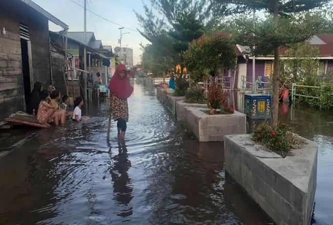Banjir air Rob di Kelurahan Laksamana Kecamatan Dumai Kota, Minggu (18/10/2020).