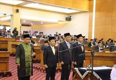 Prosesi pelantikan pimpinan defenitif DPRD Siak.