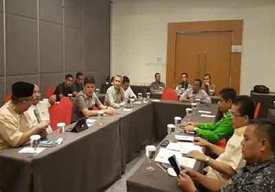<div>Sekda Kuansing Dianto Mampanini hadiri acara pertemuan dengan IKKS.</div><div><br></div><div><br></div>