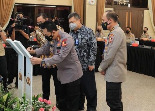 Kapolri Jenderal Listyo Sigit Prabowo resmi melaunching Aplikasi Pengaduan Masyarakat Prediktif, Responsibilitas, Transparansi Berkeadilan.