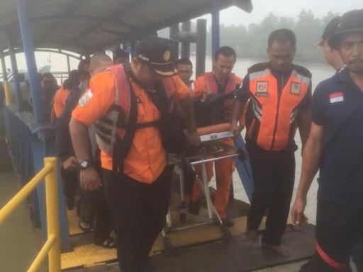 Evakuasi jasad korban usai ditemukan.