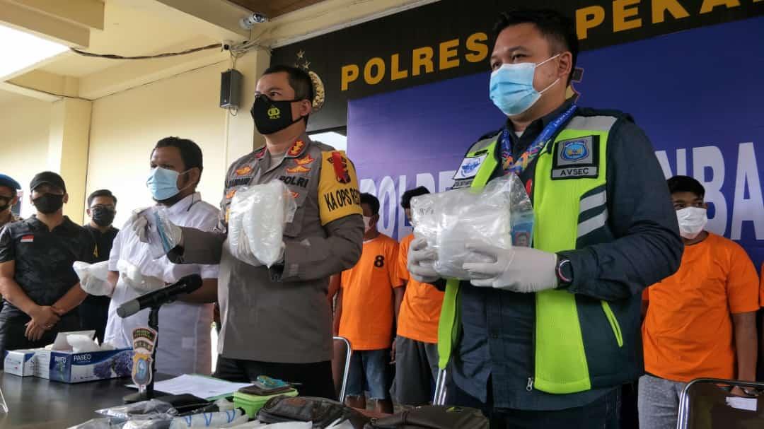 Polresta Pekanbaru membongkar satu jaringan narkoba asal Malaysia.