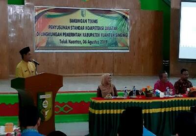 Asisten III Setda Kuansing Agusmandar buka acara bimbingan teknis.