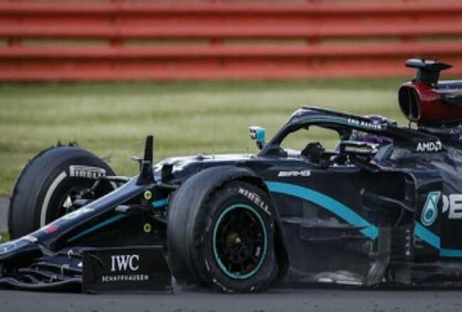 Lewis Hamilton akan memulai balapan F1 GP Rusia dari posisi paling depan. Foto: Detik