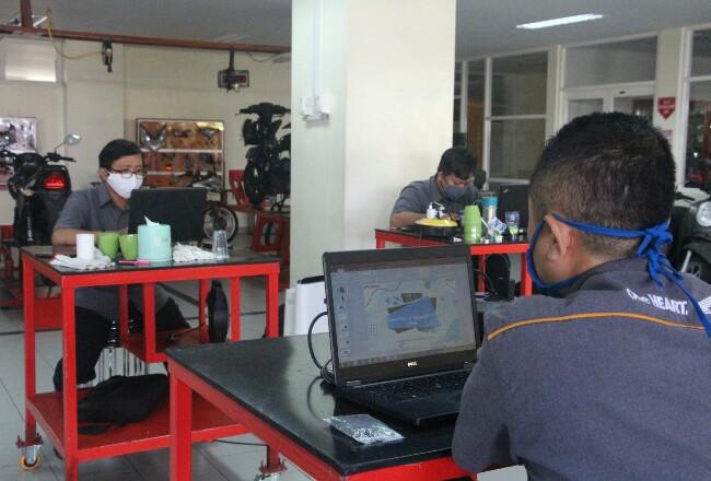 Pelatihan modul dasar Kurikulum Teknik dan Bisnis Sepeda Motor Astra Honda untuk guru SMK.