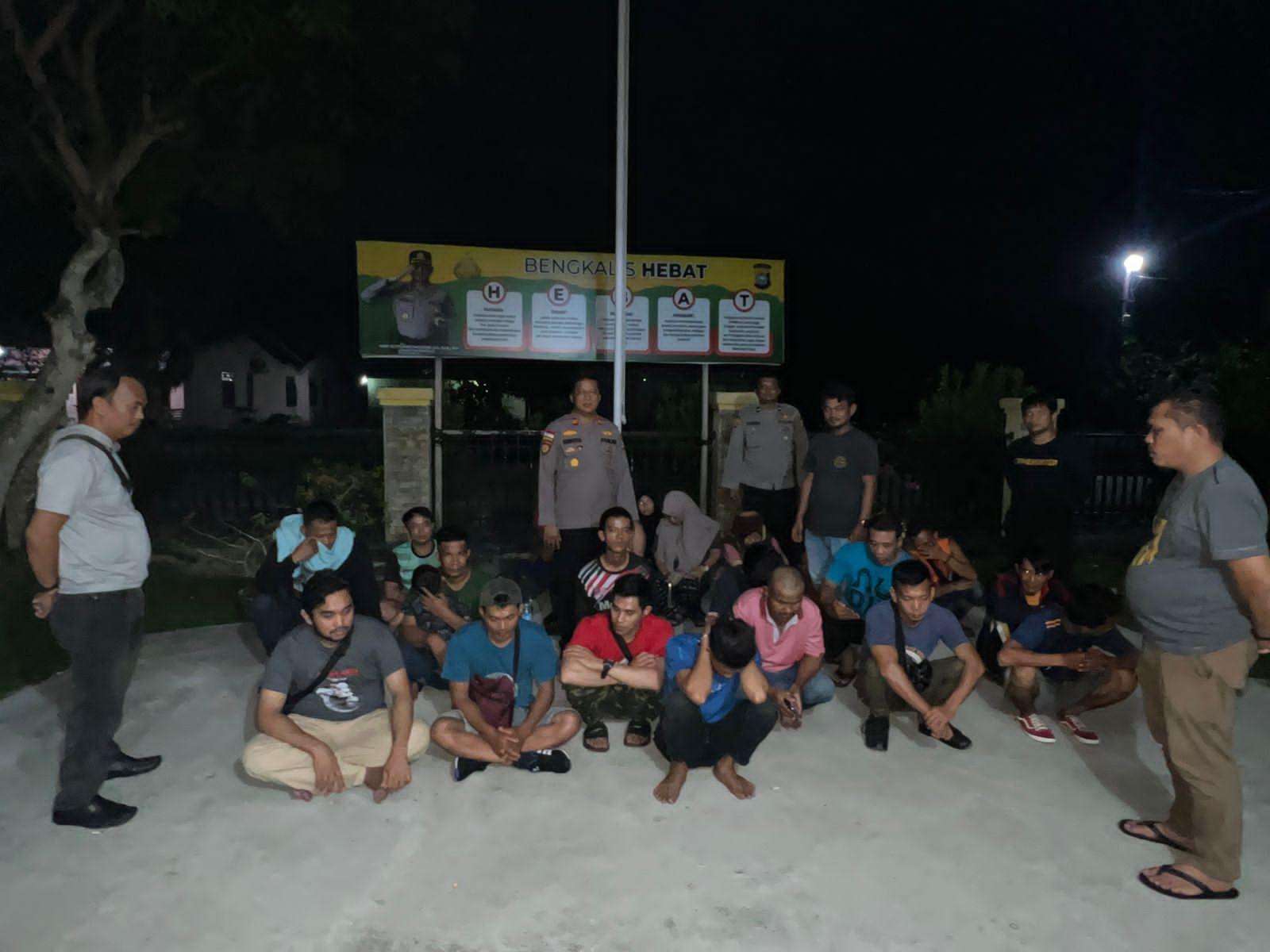 Bupati Sukiman melantik pengurus PMI Kecamatan Kepenuhan.