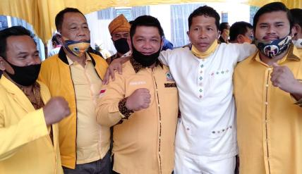 Indra Gunawan Eet foto bersama dengan anak dan kerabat Kasmarni (ist)