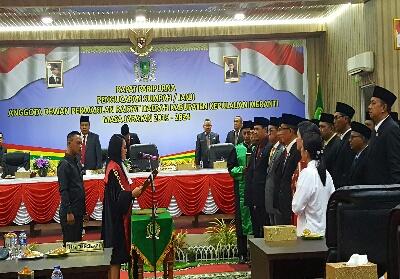 Pelantikan anggota DPRD Meranti.