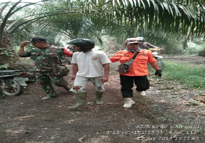 Tampak Anggota TNI dan BPBD telah mengamankan pelaku Kerhutla Keluragan Pasir Kemilu Kecamatan Rengat Kabupaten Indragiri hulu (Inhu).