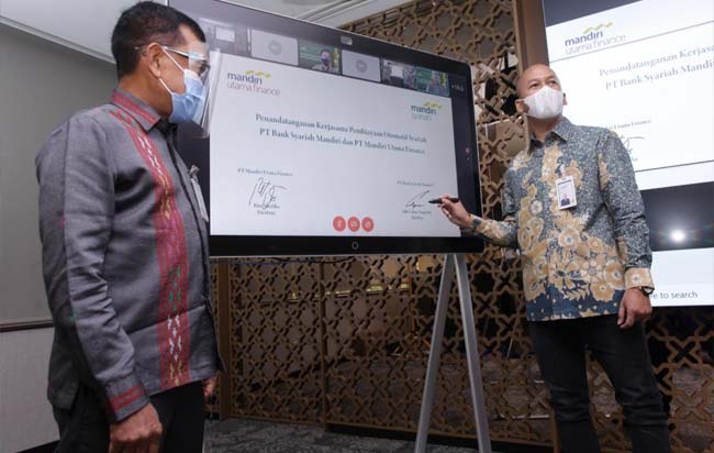 Penandatanganan virtual oleh Direktur Mandiri Syariah Ade Cahyo Nugroho dan Direktur MUF Rita Mustika serta disaksikan oleh SEVP Mandiri Syariah Karya Prasetya Budi, Pejabat Executive MUF Yusuf Budi Baik, serta SVP MUF Abdul Rochim di Jakarta, Senin (14/9/2020).