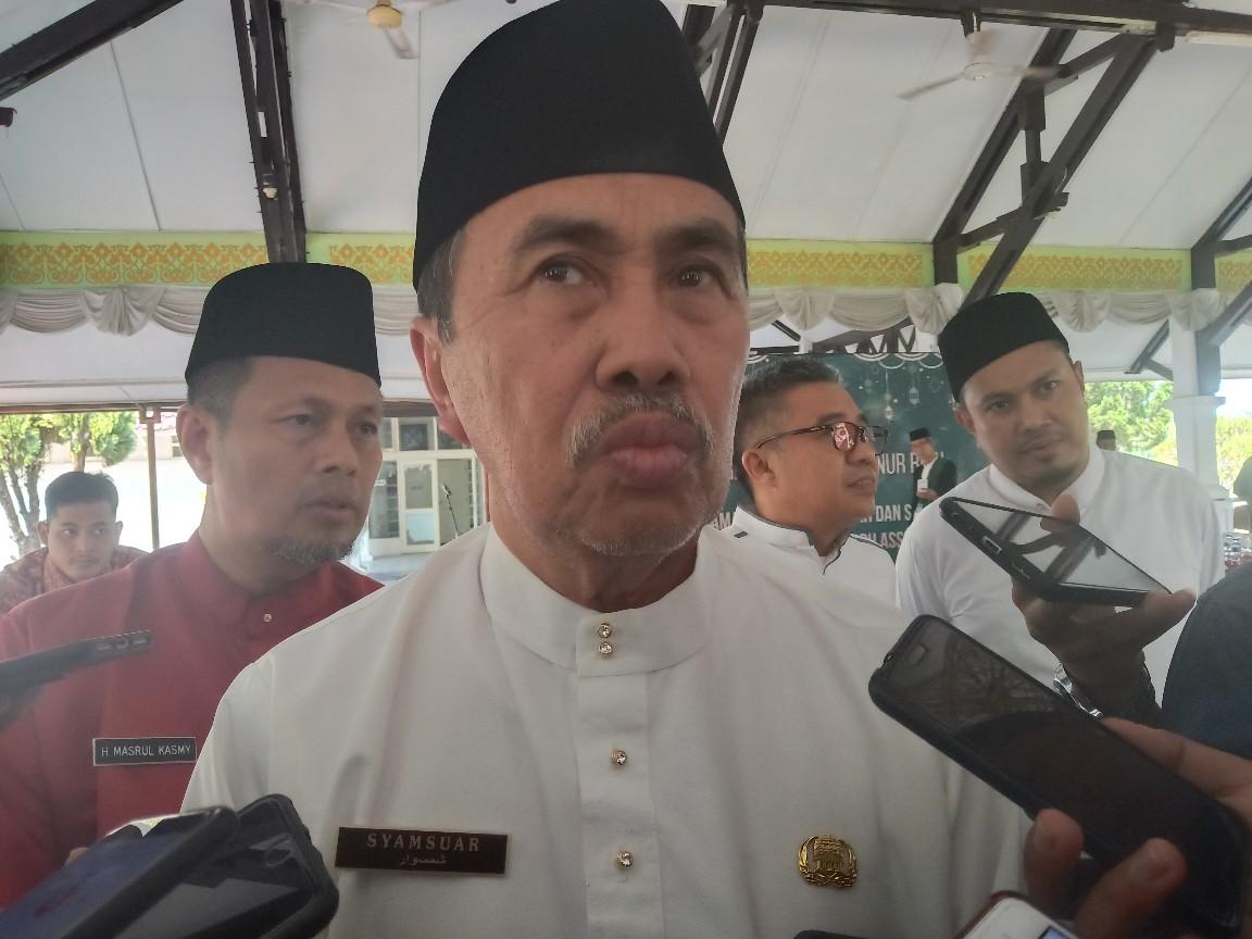 Gubenur Riau, Syamsuar saat kunjungi lokasi rencana pembangunan pasar baru Tembilahan.