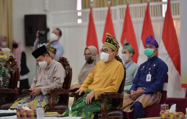 Gubernur Riau (Gubri) Syamsuar ikuti acara hari sumpah pemuda ke-92 tahun 2020 secara virtual, Rabu (28/10/2020) di Gedung Daerah Balai Serindit.