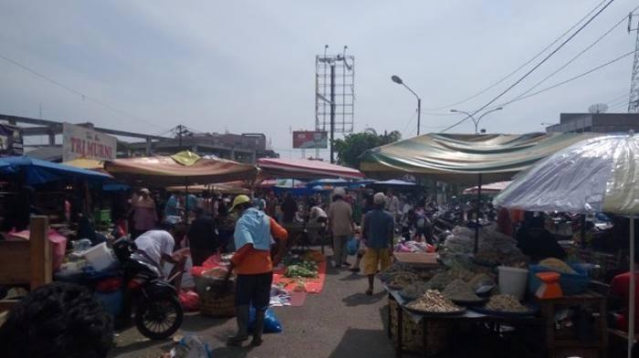 Pedagang Pasar Cik Puan.